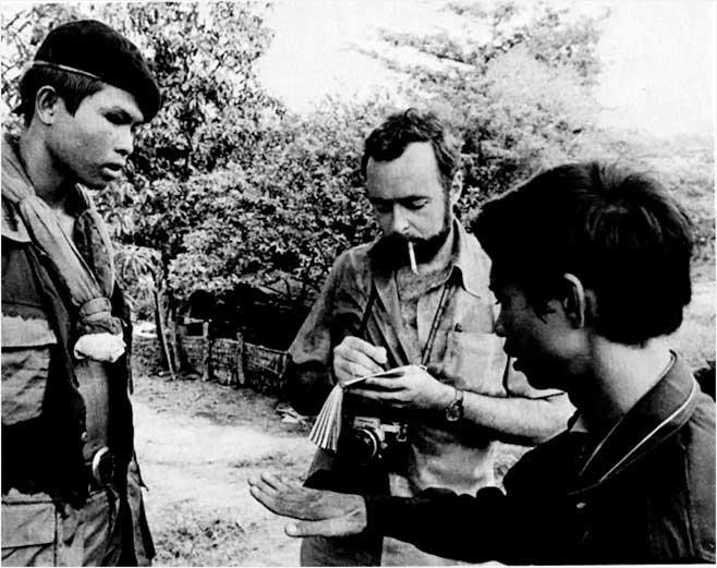 Sağda Dith Pran ve Sidney H. Schanberg- Kamboçya - 1973