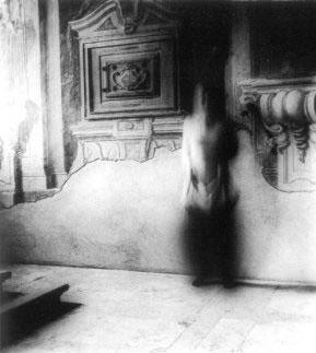 Francesca Woodman: Bir melek olmak üzerine 1