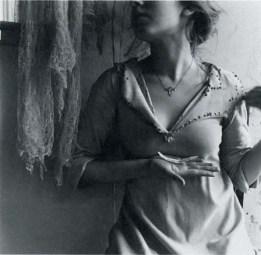 Francesca Woodman: Bir melek olmak üzerine 21