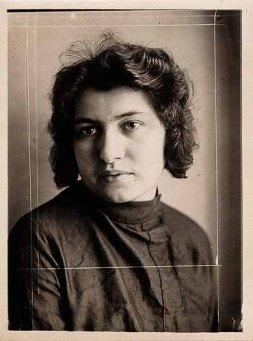Dora'nın pasaport fotoğrafı