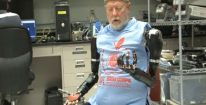 double-amputee-controls-two-prosthetic-arms-just-his-mind-700x357