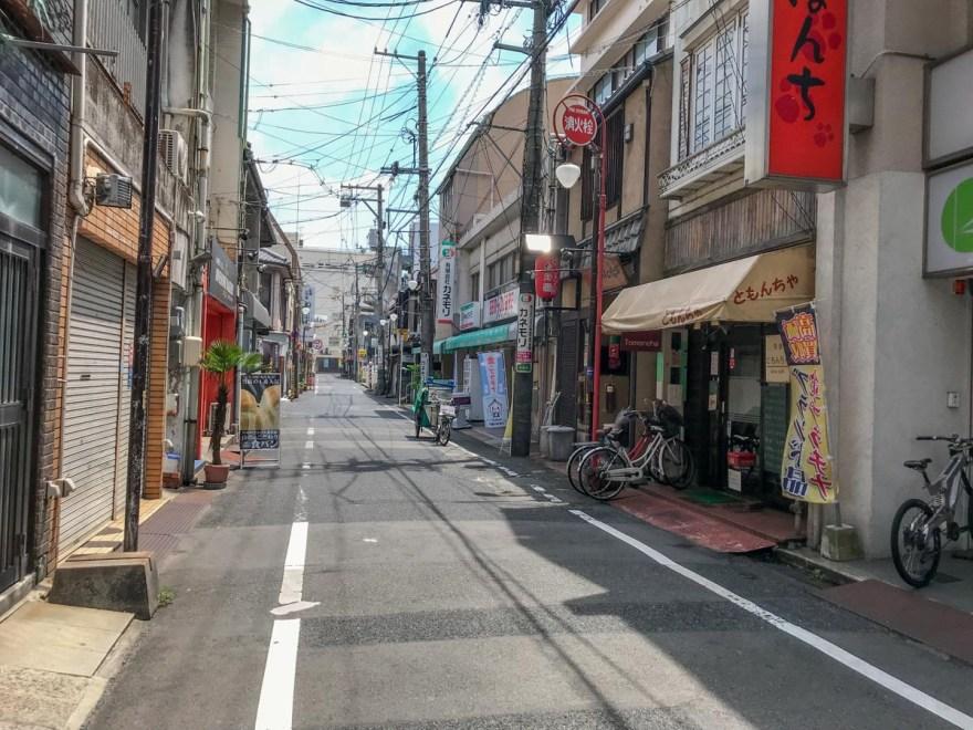 ともんちゃ:店頭の道路