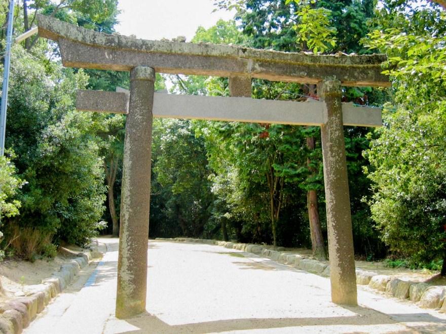 安仁神社:参道 鳥居