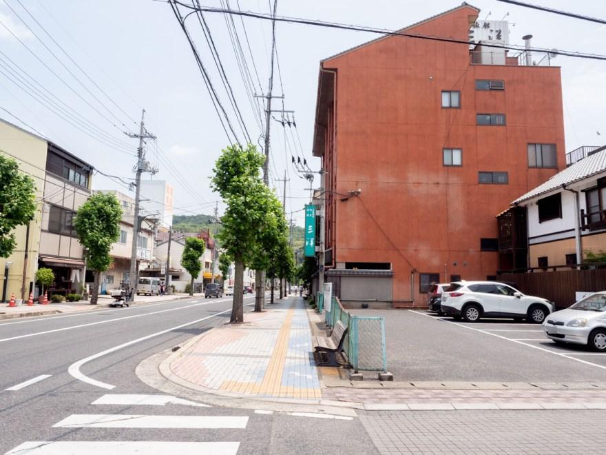 お多津:店頭を西から東方面