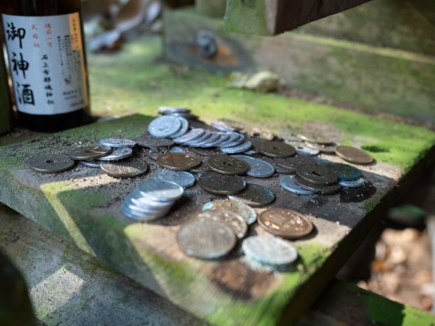 血洗の滝・血洗滝神社:血洗滝神社の賽銭