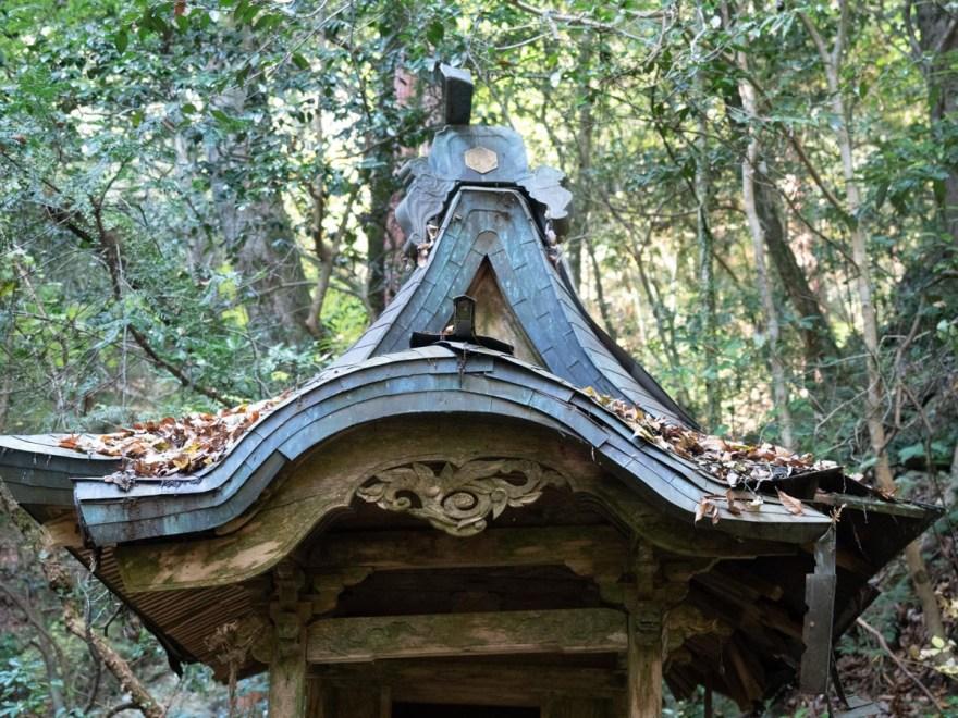 血洗の滝・血洗滝神社:血洗滝神社の屋根