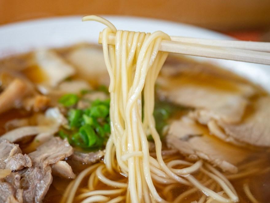 マル栄:中華そば 大の麺