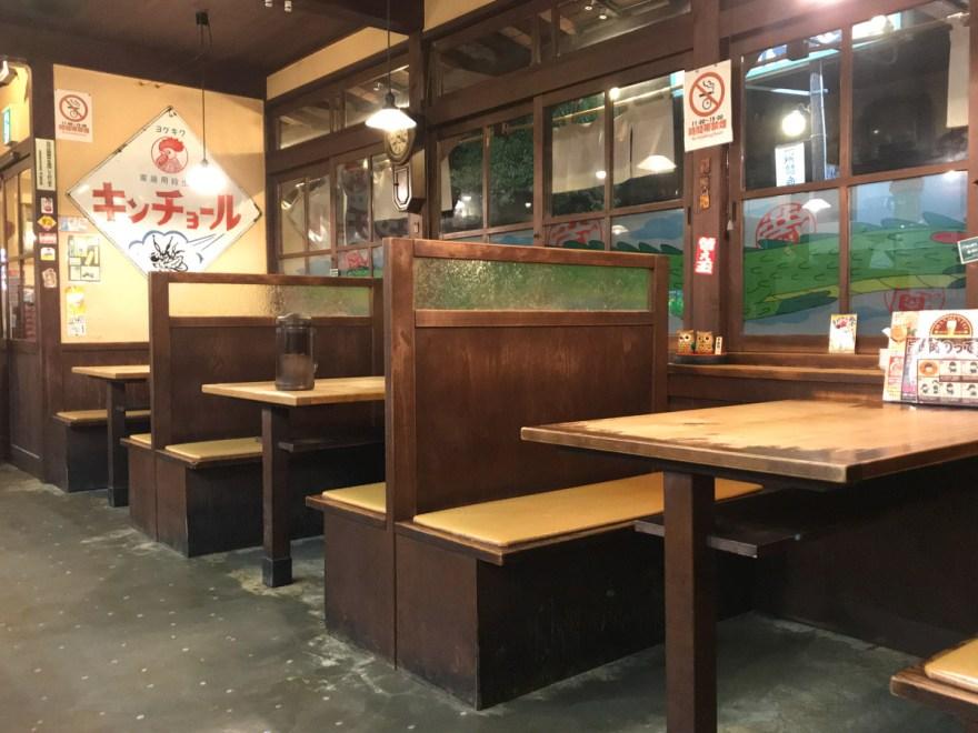 満麺亭:テーブル席
