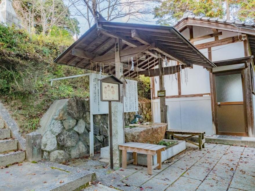 石上布都魂神社:手水舎