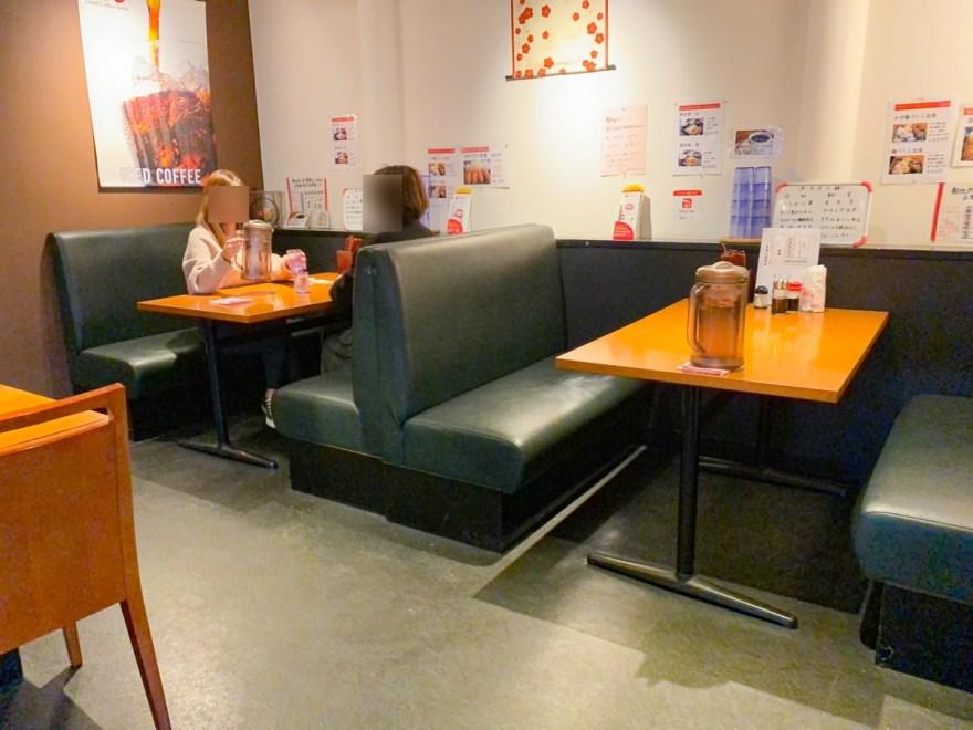 宮園:店内のようす(テーブル席)