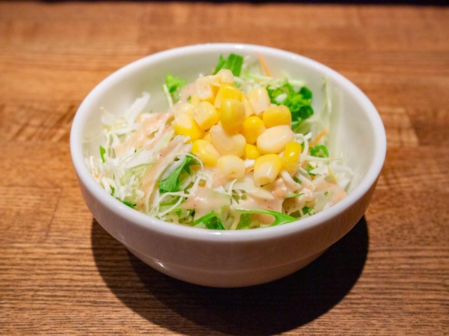キッチン・ネコマチ:ボルガライスについたミニサラダ