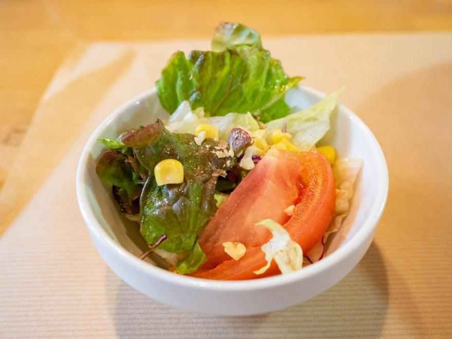 バラード:カツカレーに付くサラダ