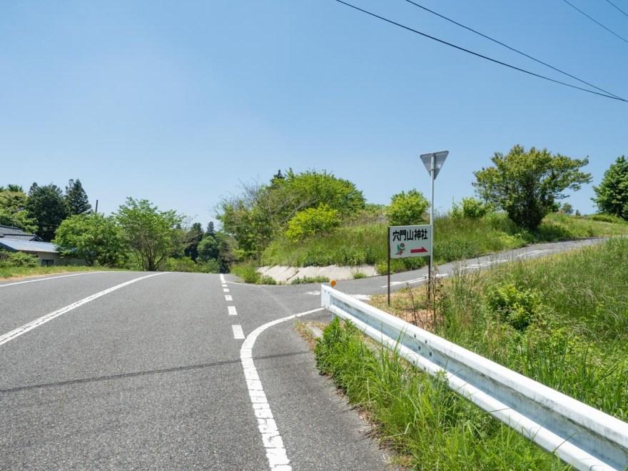 穴門山神社:高山市の町並から穴門山神社への道