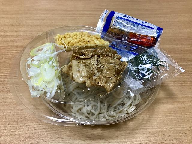 20180810_ファミマ_冷しピリ辛豚肉そば_02