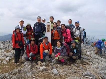 霊仙山山頂:メンバー15名で記念撮影