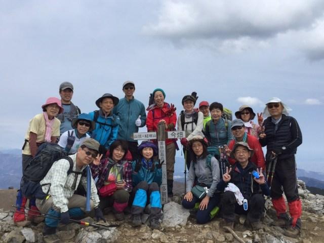 頂上でパチリ、みんないい表情!