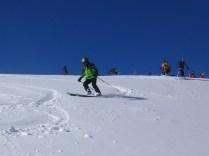 天狗原からの新雪の斜面を滑降
