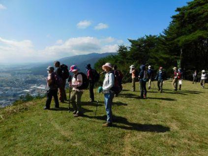 大城山山頂から伊那谷北部の眺望を望む