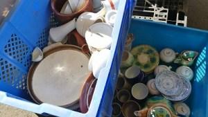 食器の仕分け、茨城県の遺品整理業者