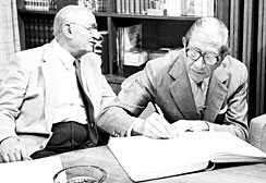 Victor Civita signing off on the founding of Fundação Victor Civita, alongside José Mindlin (left)