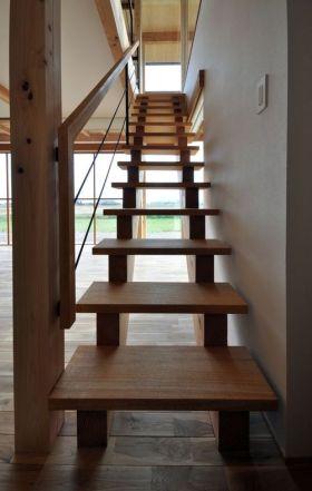 深い軒のある家 垂井町 階段