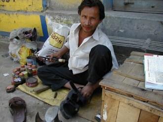 インド ベナレス サンダルの修復