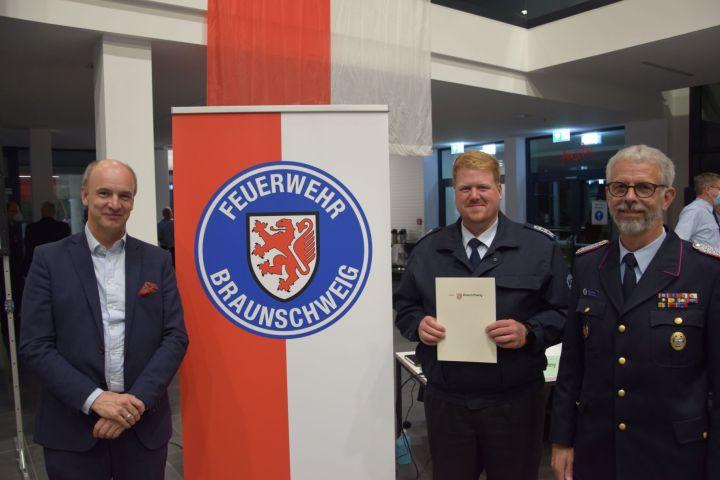 Feuerwehr-Dezernent Christian Geiger, Stadtatemschutzwart Jan-Henrik Schmiedler, Stadtbrandmeister Ingo Schönbach