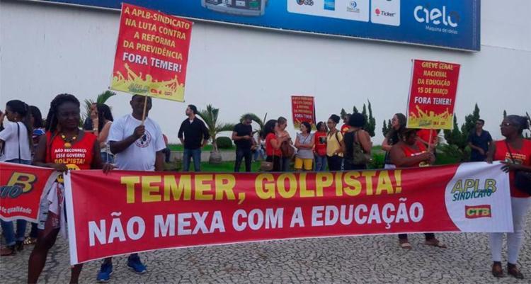 Ato é promovido por professores da rede pública e privada - Foto: Divulgação | APLB