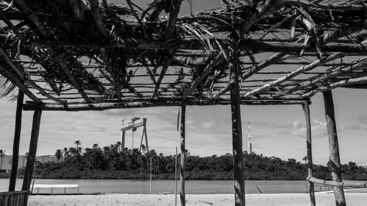 As obras pararam em 2015, na maré das crises política e econômica do país