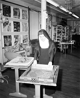An image of Corita Kent, in her habit, screenprinting.