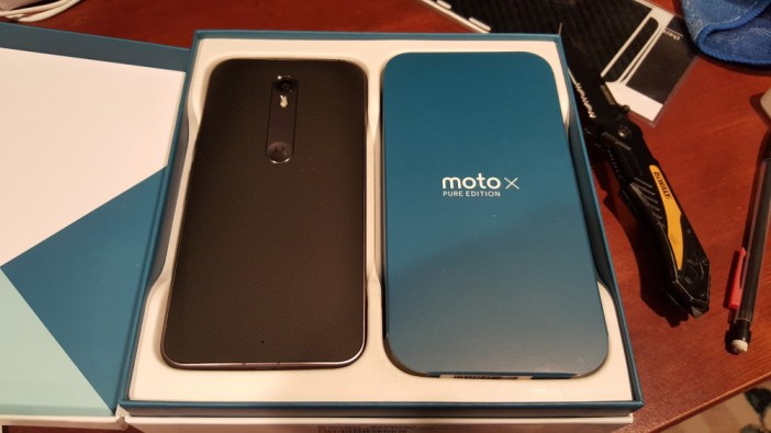 Moto X Pure Edition box open