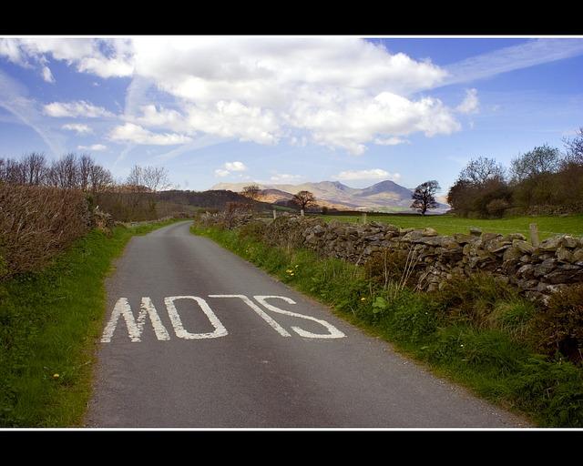 road-15275_640