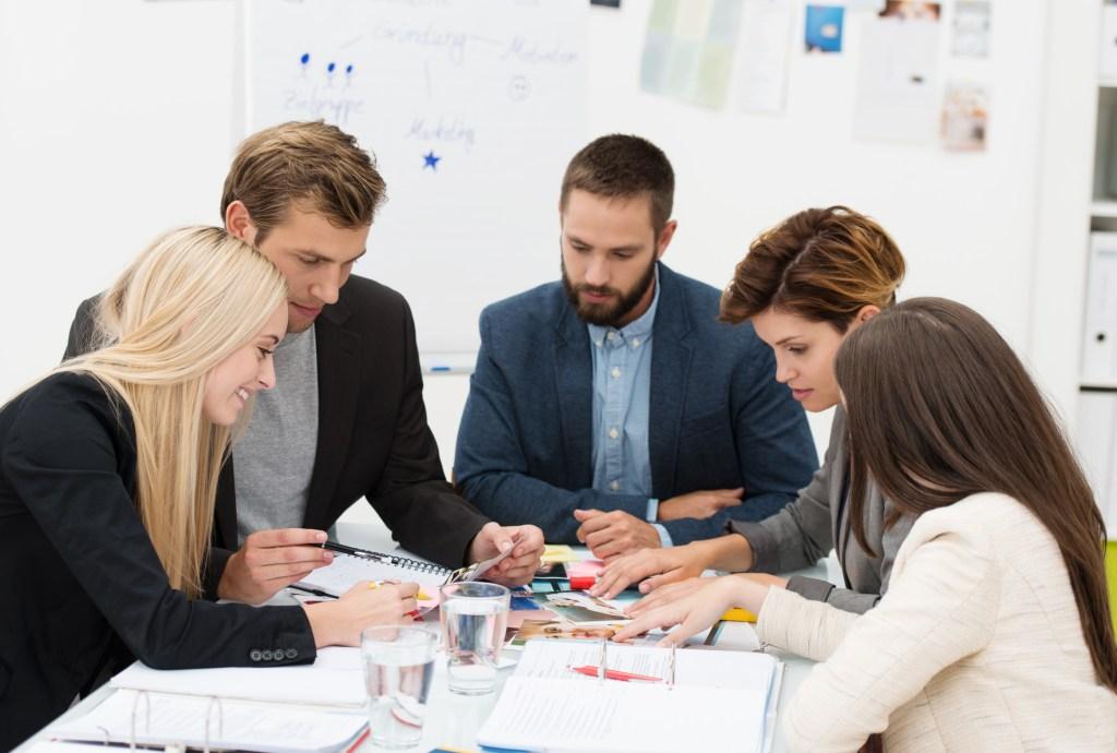 reunión equipo personas procesos