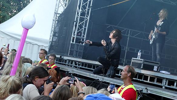 Yohio på scen under  Fallens Dagar i Trollhättan. Foto: Peter Ahlborg