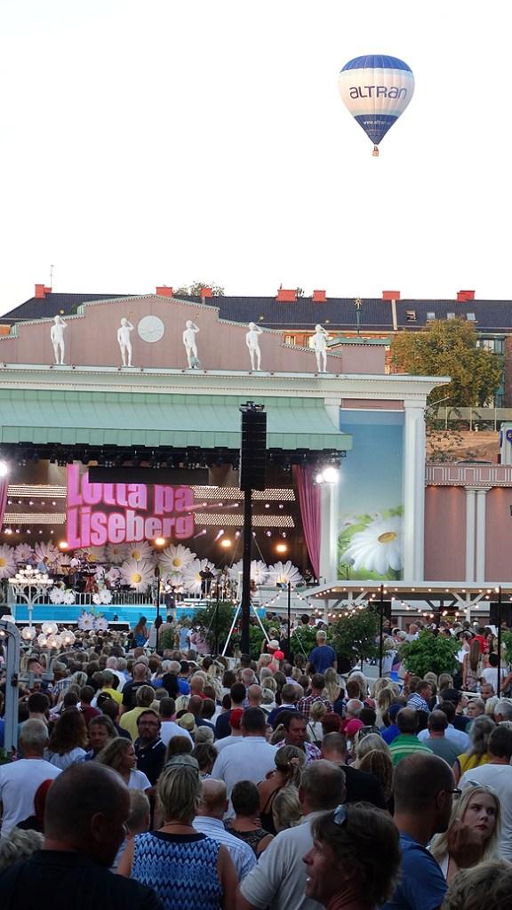 Peter Ahlborg besöker Lotta på Liseberg, denna underbara kväll, måndagen den 28 juli. Foto: Peter Ahlborg