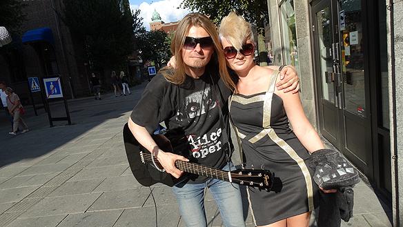 Tecknaren Penny Sandell träffade på Peter under hans besök i Borås.  Foto: Charlie Källberg