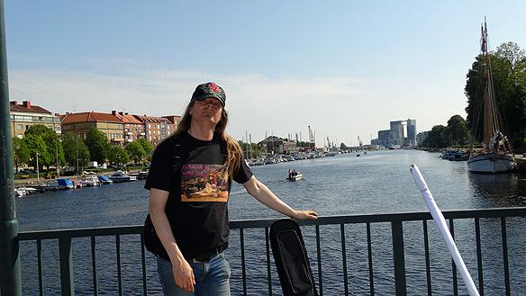 Peter under hans besök i Halmstad. Här är han på Slottsbron. Foto: Privat
