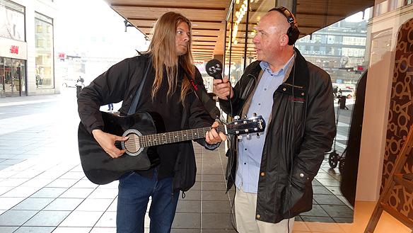 Peter Ahlborg och reportern Anders Ohlsson från P4 Stockholm Sveriges Radio. Foto: Privat