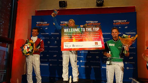 Vinnaren Veijo Heiskanen fick ta emot pris som årets vinnare på det första Citytravet genom tiderna. Tv tvåan Lufti Kolgjini och på tredje plats Anders Svanstedt. Foto Peter Ahlborg