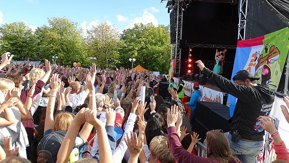 Många glada barn i publiken under Nickelodeondagen. Foto: Peter Ahlborg