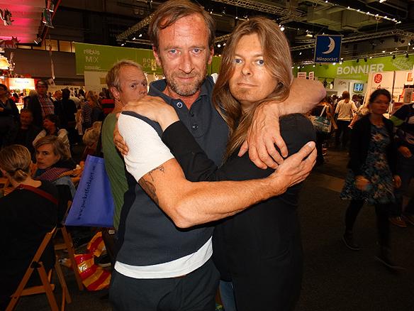 """""""Jag kände att jag kom nära Per Holknekt. Han är en varm och kärleksfull människa"""", säger Peter om Per efter att de hade träffats på  Bokmässan 2014."""