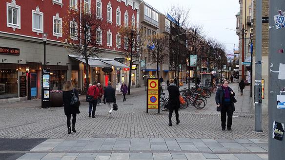 Östra Storgatan i Jönköping där Peter spelade under dagen den 22 oktober 2014. Foto: Peter Ahlborg