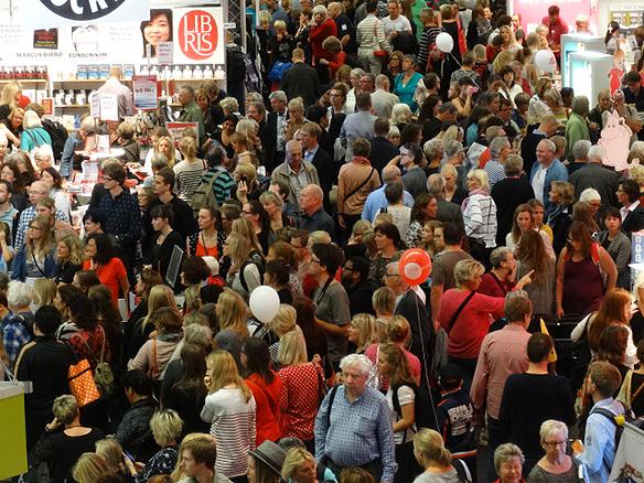 Det var överfullt med människor på Bokmässan 2014 när arrangemanget hade 30-års jubileum i år. Foto: Peter Ahlborg
