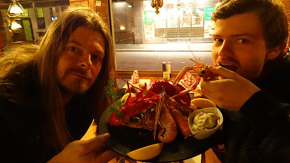 Peter Ahlborg och Charlie Källberg blev bjudna på Räkans läckerheter,  räkor och hummer!