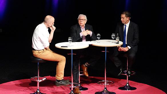 Fredrik Laurin interjuvar Carl Bernstein och Glenn Greenwald under Mediedagarna i Göteborg 2015. Foto: Peter Ahlborg