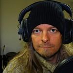 Peter spelar in i studion