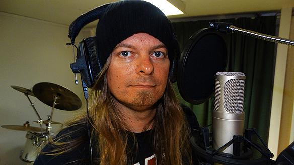 Peter Ahlborgs fyra låtar börjar bli klara i studion. Jag har stor framtidstro på min musikkarriär. När jag släpper mina fyra nya låtar kommer många människor upptäcka mina kraftfulla melodier och känslosamma texter, säger Peter Ahlborg