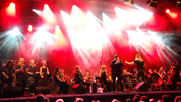 Tommy Denander spelar med Bobby Kimball på Fallens dagar 2015. Foto: Peter Ahlborg