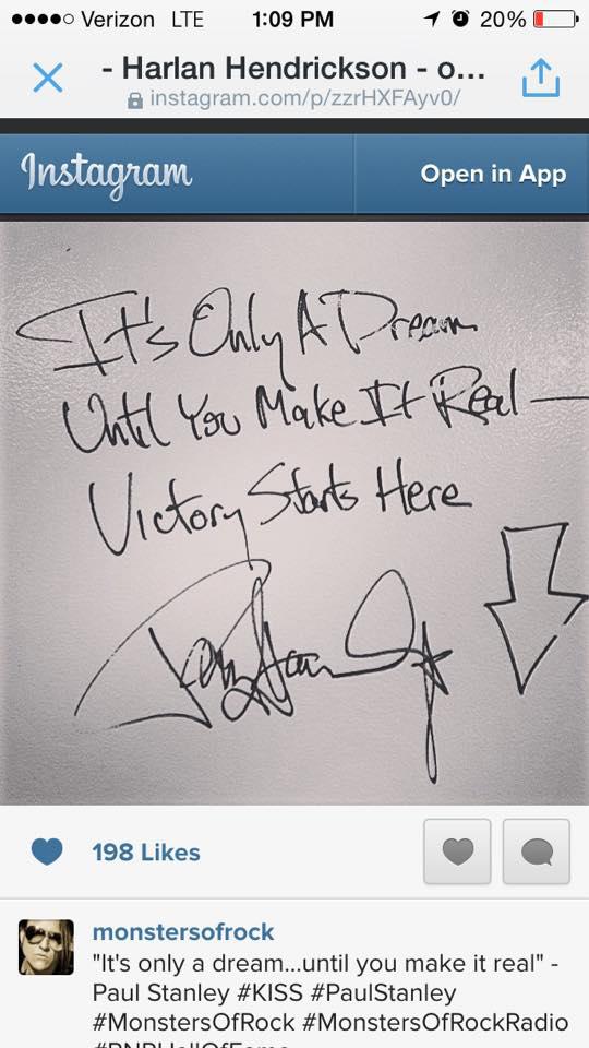 Kiss-medlemmarna Paul Stanley och Gene Simmons har hjälpt mig att förverkliga mina drömmar. Här syns ett positivt budskap skrivet av Paul Stanley.