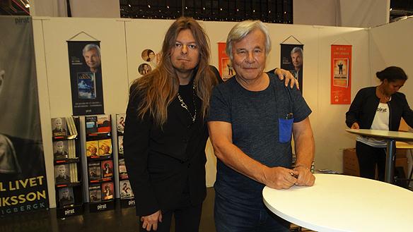 Peter Ahlborg träffar författaren och journalisten Jan Guillou på Bokmässan 2015 för en pratstund.